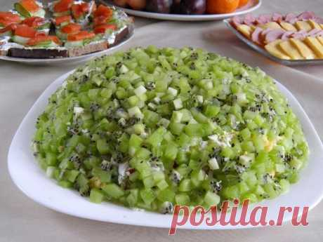 Салат Изумрудная россыпь с киви и курицей рецепт с фото пошагово - 1000.menu