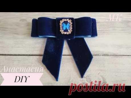 Брошь-галстук из бархатной ленты/ Velvet ribbon tie brooch