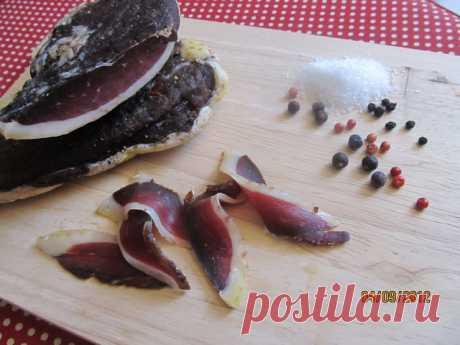 Сыровяленные колбаски хамон прошутто панчетта брезаола