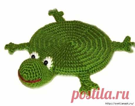 Лягушка – подставка под чашку с описанием вязания крючком.