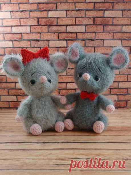 Влюбленные мышки. Мышонок. Вязаная игрушка. Амигуруми #влюбленныемышки #мышь #мышонок #мышка #вязанаямышка #вязаныймышонок #вязанаяигрушкакрючком #вязаныймышоноккрючком #амигуруми #амигурумимышонок #амигурумиигрушка #амигурумикрючком #вязаниекрючком #вязание #мастерклассповязаниюкрючком #новогодняяигрушка #новыйгод2020 #игрушкасвоимируками #вашиработы #вашихватики
