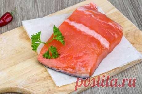 Хитрость №263. Интересный способ засолить красную рыбу (с коньяком) Представляем новый способ быстрой засолки красной рыбы.