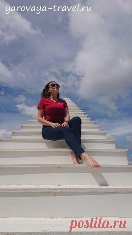 Лестница в небо в прекрасном Далате. | Путешествия с Ириной Яровой Вьетнамцы креативные! Они обожают фотографироваться и создают такие арт-объекты, которые становятся популярными в социальных сетях, притягивая туристов со всего мира. Достаточно вспомнить Ба На Хиллс в Дананге, руку Будды, парк из глины, луну на крыше в Далате. Еще одно открытие для меня - лестница в небо!