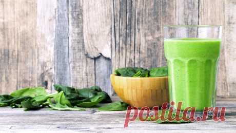 Приготовить такой вкусный и полезный напиток достаточно просто, если иметь нужный прибор, ведь вручную его не взбить. Мы собрали самые лучшие рецепты смузи для блендера, каждый глоток которых несет здоровье и хорошее настроение. Зеленые смузи из овощей в блендере Зеленые смузи считаются самыми полезными, а если сделать их из одних овощей без добавления подсластителей, то положительные свойства напитка возрастут. Со шпинатом и огурцами Необходимые продукты: 200 грамм огурцо...