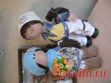 Виолетта ( рост 38см ) и Максимка ( рост 44см ) , куколки выполнены из трикотажа, могут самостоятельно стоять и сидеть,ручки гнутся.