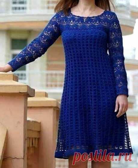 Вот такое синее платье крючком у меня получилось… (Для вдохновения)  Вот такое синее платье крючком у меня получилось. Собираюсь выгулять его на выпускной к дочери. Платье связано из Пряжи Пеликан от Вита Коттон (100% хлопок двойной мерсеризации), крючок 1,5. На мой размер далеко не Дюймовочки ушло всего чуть больше 300 г пряжи. А это оригинал из интернета, который меня вдохновлял  Автор Людмила Дрозд