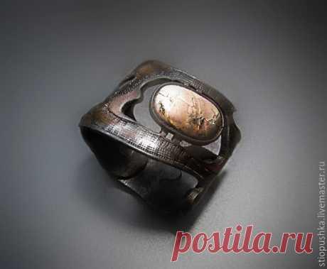 Кожаный резной браслет с яшмой