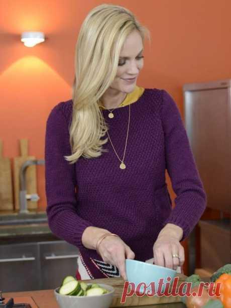 Сливовый свитер спицами с накладным карманом схема вязания