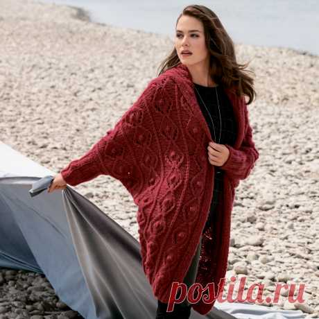 """El abrigo con la manga \""""el murciélago\"""" - el esquema de la labor de punto por los rayos. Tejemos el Abrigo en Verena.ru"""