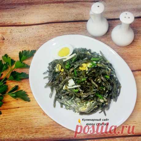 Салат из морской капусты с яйцом и зеленым луком
