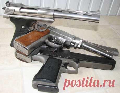 Аристократ из Пасадены. Первый автоматический магнум .44 Рис. 1. Auto Mag был первым. Wildey и Desert Eagle появились гораздо позже. Фото автораПистолет, ставший чем-то большим, чем атрибут голливудских боевиков 70–80-х годов ХХ века.Сорок лет назад, 8 августа 1971 года, был продан первый экземпляр пистолета Auto Mag калибра .44 AMP. Заявленный как