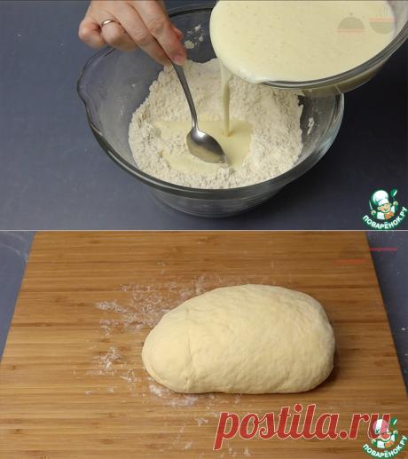 Универсальное тесто на кефире.  =Простейший рецепт теста на кефире. Из этого теста я готовлю пирожки с самыми разными начинками, пироги с мясом и капустой, пончики с кремом, вергуны, лепёшки, пиццу... Вкусные пирожки за полчаса - это реально! Недавно проверила - тесто после заморозки остается таким же вкусным и воздушным.  =кефир— 500 мл. мука пшеничная— 800 гр. яйцо куриное— 1 шт. масло подсолнечное— 50 мл. масло сливочное— 40 гр. сахар— 2 ст. л. сода— 1 ч. л. соль— 1 ч. л.