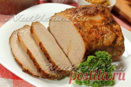 El fiambre de cerdo en la laminilla en el horno: la receta de la foto