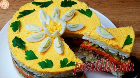 Супер закуска на праздник и посиделки. Бюджетный ЗАКУСОЧНЫЙ ТОРТ Слоеный закусочный торт - отличное блюдо к празднику и не только. Гармония вкусов, соединенных в закуске, ее сытность и бюджетность приятно удивят и порадуют.Рецепт:картофель отварной - 500 гконсервы рыбные - 2 баночкияйца вареные - 8 штморковь отварная - 1 крупная (250 г)огурцы...