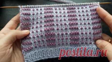 Красивый двухцветный узор со снятыми петлями! Вяжется он довольно просто, цвет меняется каждые 2 ряда. Узор подойдет для вязания теплых вещей, например шапки или свитера.