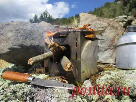 Как сделать складную карманную печку для готовки в походе Отправляясь на рыбалку или в поход, возникает необходимость готовке горячей пищи на природе. Обычно для этого используется большой котелок, подвешенный