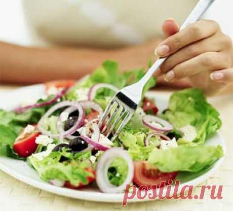 """Как взять под контроль аппетит и перейти на здоровое питание Десять простых шагов, которые позволят вам постепенно перейти к здоровому питанию. А здоровое питание, в свою очередь, позволит сохранять форму, находиться в тонусе и отличном настроении без необходимости постоянного соблюдения череды диет. Здоровое питание (и умеренные физические нагрузки) — это самый """"грамотный"""" путь к стройной фигуре."""