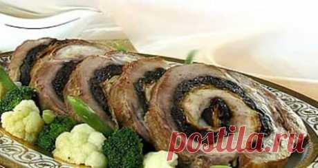 Запеченный свиной рулет с черносливом #свинойрулет #рулетсчерносливом #вторыеблюда #рецепты
