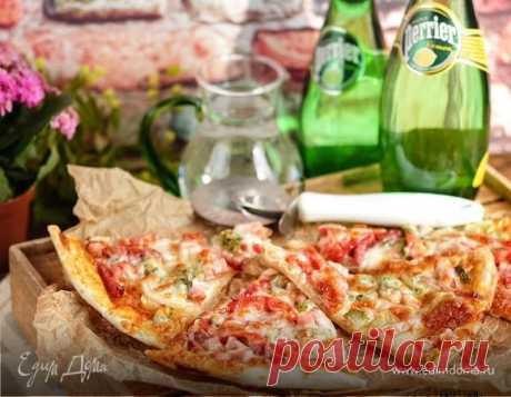 Пицца по-домашнему. Ингредиенты: мука, соль, сахар Домашняя пицца — это так здорово! Во-первых — всегда горячая! Во-вторых, из любимого теста! В третьих — начинка такая, какую любите именно вы! А главное — такую пиццу просто здорово взять с собой на пикник!