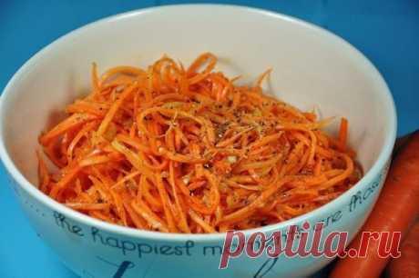 Как приготовить морковь по-корейски в домашних условиях.   Я давно изучала вопрос как приготовить морковь по корейски в домашних условиях и перепробовала не один рецепт. Иногда лучше то, что проще и этот рецепт тому доказательство. Вам понадобится минут 10 свободного времени и вкусная, свежая, ароматная морковка по корейски будет готова.  Вам потребуется:  400 г моркови 5 зубчиков чеснока  ч.л соли 1 ст. л сахара  ч.л черного молотого перца  ч.л молотого кориандра 2 ст.л у...