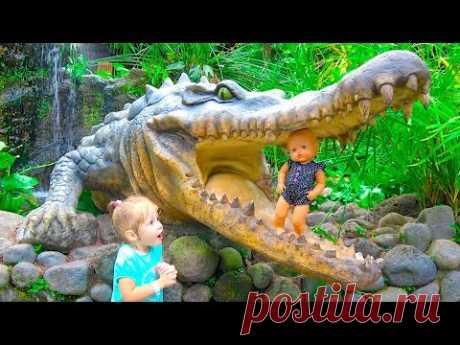 ВРЕДНЫЕ ДЕТКИ Настя и кукла Baby Born уехали ЗООПАРК Видео для детей Bad baby girls playing in zoo