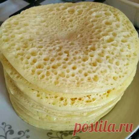 Марокканские блинчики Багрир с медово масляным соусом Марокканские блинчики Багрир с медово масляным соусом . Блинчики с 1000 и одной дырочками из манной крупы.Ингредиенты: Манная крупа - 250 гр