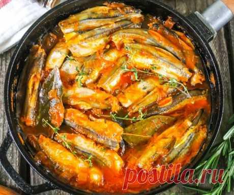 Потрясающе вкусная мойва в томатном соусе Представляем вашему вниманию рецепт обалденной домашней мойвы, которая покорит каждого. Рыбные блюда обязательно должны быть в рационе каждого человека. Предлагаем сделать такую вкуснятину из мойвы. …
