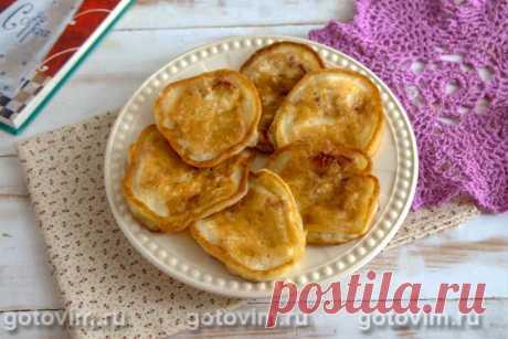 Оладьи на кефире с персиками. Рецепт с фото Простой рецепт оладий на кефире можно немного изменить, чтобы получились вот такие аппетитные оладьи с кусочками персиков внутри. Кефир для теста можно использовать любой жирности. Это совершенно не повлияет на вкус готовых оладий. Да и персики в рецепте можно заменить нектаринами или кусочками абрикосов. Не следует делать выпечку и замороженного продукта, так как лишняя жидкость может испортить текстуру и вкус готовых оладий.
