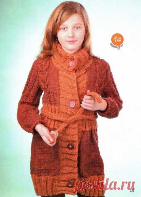 Коричневое пальто с поясом