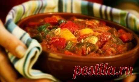 Овощное рагу Писто — традиционное, ароматное испанское блюдо