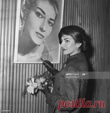 le-cantatrice-grecque-maria-callas-dedicaant-son-affiche-son-arrive-picture-id1257980422 (1989×2048)
