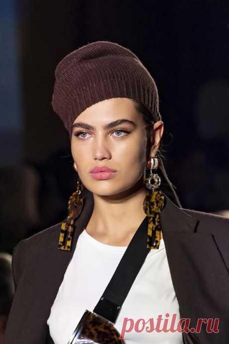 Модные вязаные шапочки для осенне-зимнего сезона 2020 – 2021 | 1000 идей для вязания спицами | Яндекс Дзен