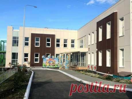 2020 октябрь. В Иркутске открыт новый детский сад на 350 мест. В здании функционируют залы для физкультурных и музыкальных занятий, кабинеты педагога-психолога, логопеда, робототехники, комнаты STEAM, психологической разгрузки, бассейн