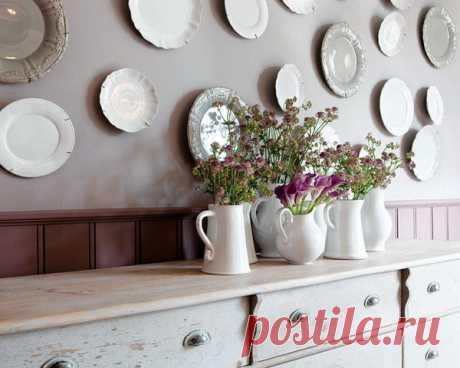 Как развесить настенные тарелки: 10 способов организации