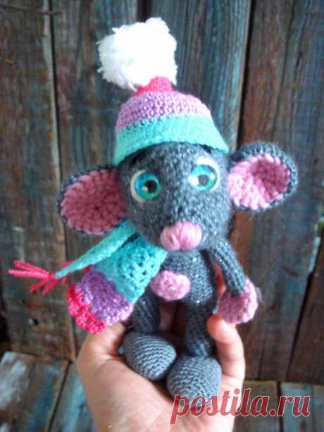 """Милая, добрая, замечательная мышка, символ нового года в технике амигуруми. Прияжа """" Мотанка , """" Nako  angora luks simli """" ЗАмечательный подарок для ваших детей, и для вас !  Хорошие вещи для добрых людей от JU-LIo toys &.....По вопросам усыновления пишите в директ. https://www.etsy.com/shop/JuLioToysand?ref=seller-platform-mcnav"""