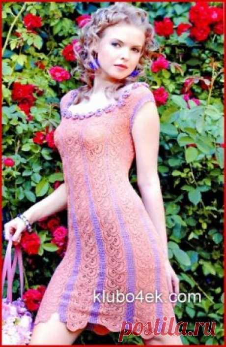 Платье связанное из полос ленточного кружева