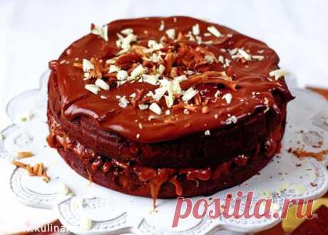 Шоколадный пирог с соленой карамелью