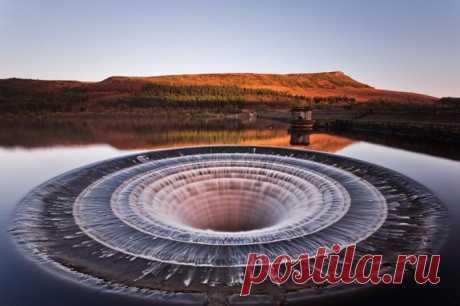 (+1) сообщ - Портал в иные миры – воронка на водохранилище Ледибауэр | Наука и техника