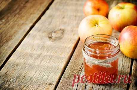 Чатни из яблок - прекрасная острая приправа на зиму Чатни - острая приправа, отсылает к индийской кулинарии, именно там придумали этот соус, чтобы оттенить вкус блюд. Потребуется: - 1 кг кислых яблок, - 300 г красного лука, - 2 ст. ложки растительного масла, - 2–3 стручка жгучего красного перца, - 350 г коричневого сахара, - по 1 ч...