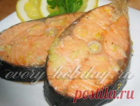 El salmón el grill - el plato sabroso y útil. La receta a la camarilla a la estampa.