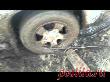 Как выехать из грязи без посторонней помощи!
