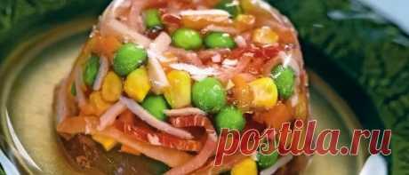 Заливное на Новый год 2019: рецепты с фото простые и вкусные Заливное на Новый год 2019: рецепты с фото простые и вкусные. Пошаговые рецепты холодца из рыбы, курицы, говяжьего языка, свиных ножек и рульки.