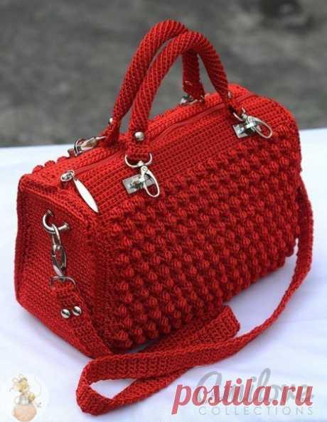 """Вяжем стильную сумку крючком  Сохраняйте в свои копилочки нажав """"Поделиться"""" или """"Мне нравится""""."""