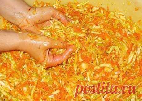 Корейский салат на зиму  Ингредиенты:  - 2 кг шинкованой белокочанной капусты; Показать полностью…