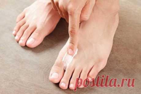 Нанеси это средство на ногти, и через 15 минут о грибке можно будет забыть! Средство из 3 компонентов избавит от такой ужасной проблемы, как грибок ногтей. Все знают, что это заболевание сопровождается неприятным запахом, исходящим от ног. Также чешется и зудит кожа, может даже облазить, разрушается ногтевая пластина… Но, применяя это средство от грибка на ногах 2 раза в день, ты полностью вылечишь заболевание даже без аптечных препаратов!