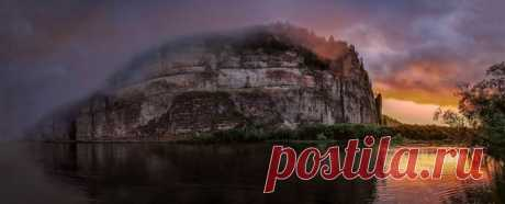 Рассвет на рекк Вишера, Пермский край. Автор фото — Евгений Кармаев: nat-geo.ru/photo/user/300789/