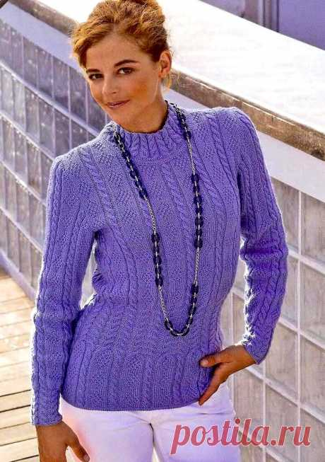 Пуловер с узором ромбы и косы