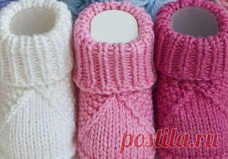 Пинетки спицами для малыша Пинетки для новорожденных спицами. Детские пинетки с подробным описанием