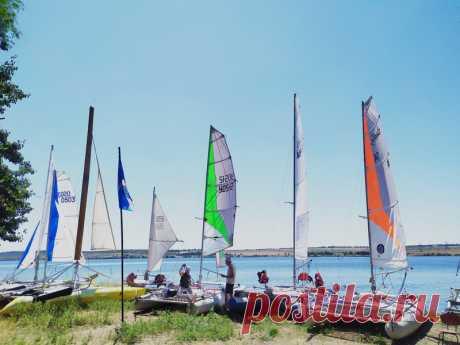 Соревнованиях по парусному туризму на Новосветском водохранилище |