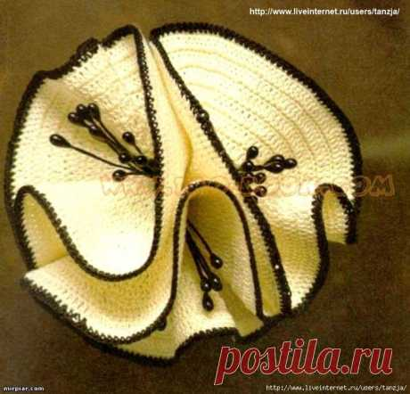 Цветок, как вариант декора ( крючок)Это может быть и брошь, и украшение на шляпку или сумочку..